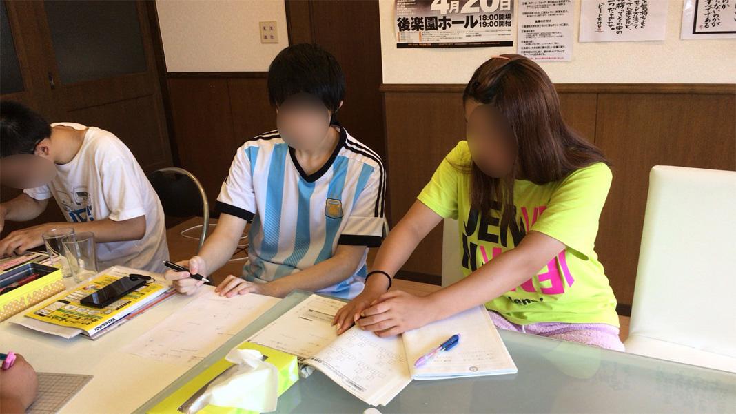 自立支援施設MIRAIの1日 学習、就労体験、課外活動